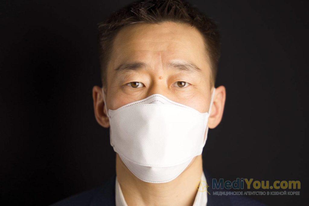 лицо в маске KF94